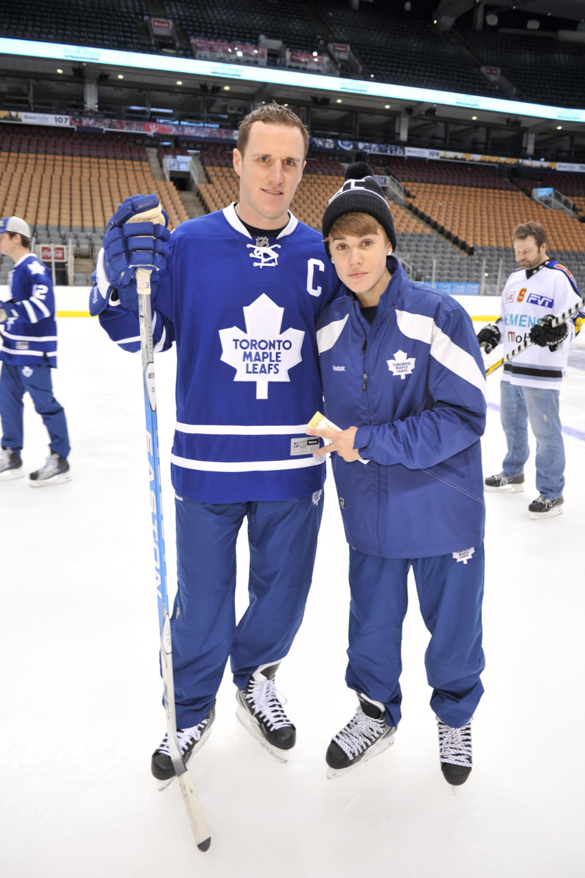 OMB!In an extremely Canadian combination of celebrities, Justin Bieber skated with the Toronto Maple Leafs on Wednesday while home for the holidays. Watch the video here. Photo: MuchMusic/George Pimentel for WireImage
