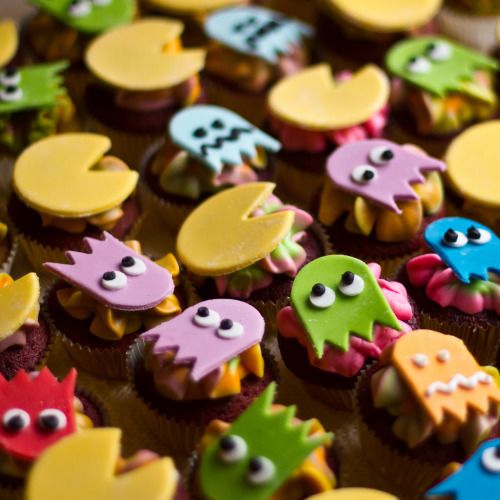 insanelygaming:  Pac Man Cupcakes - by Mark Kenny