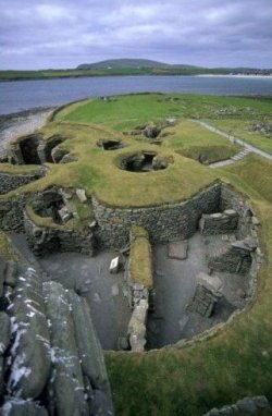 scottish-stuff:  Jarlshof is the best known prehistoric archaeological site in Shetland, Scotland.  It contains remains dating from 2500 BC.