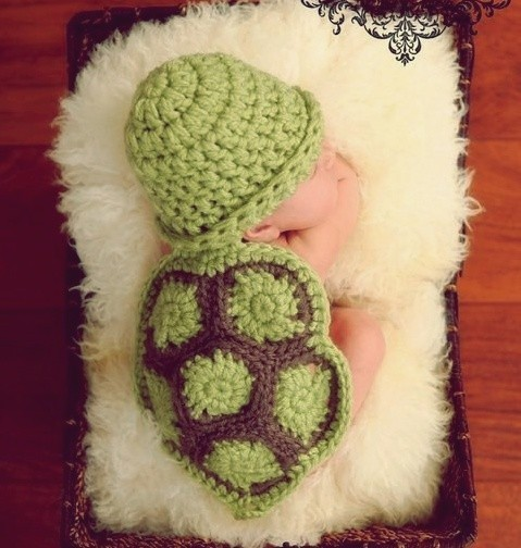mochacafe:  via ohsopictures  ITS A BABY DRESSED LKE A TURTLE