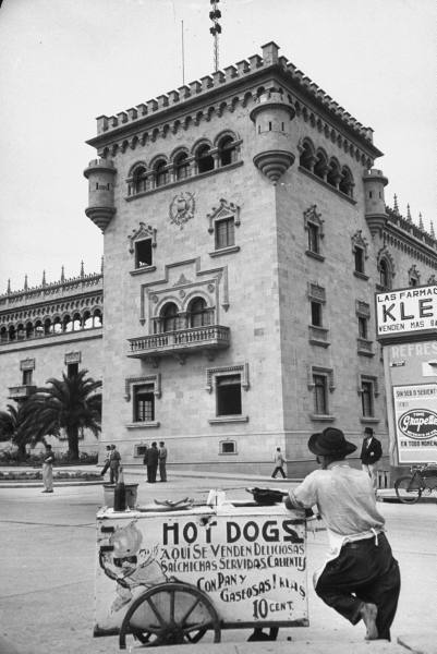 legrandcirque:  A barefoot hot dog vendor waiting for customer. Photograph by Cornell Capa. Guatemala City, Guatemala, 1953.