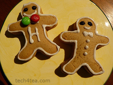 Using the Leica V-Lux 3 review unit to shoot gingerbread man Christmas is just THIS weekend! There's been plenty of X'mas parties leading up to it. We've thrown our share for the kids as well. So what better than to use the occasion to test drive the Leica V-Lux 3 review unit? My wife used the digital compact to snap pictures of the goodie bags that she'd prepared for our children's friends. She hasn't used a camera for ages because I do all the shooting in the family, but she took to the camera so quickly she actually enjoyed using it. The image quality was good as well. Focusing was fast and images were pin sharp - a testimony to the Leica lens.