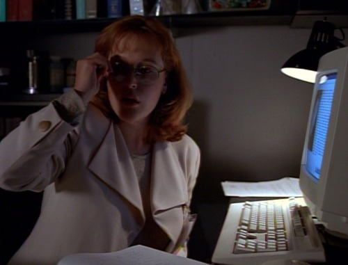 mazarin221b:  fucknoshoulderpads:   2x02 - The Host  Oh, beautiful Scully, why. What the actual fuck. Can we discuss the escalation in fake lapels? And enormous buttons? And what looks like a beige henley with button cuffs? And the only pair of glasses on set? And how your suit matches the computer? THE COMPUTER, SCULLY.  BEIGE. That is all. (I still love you, Scully, but dear god those first…oh, 4 seasons were nightmare.)  First episode I ever saw. I didn't wee for a week.