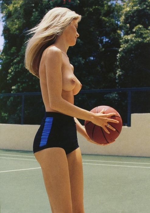 fuckyouverymuch:  We love basketball.