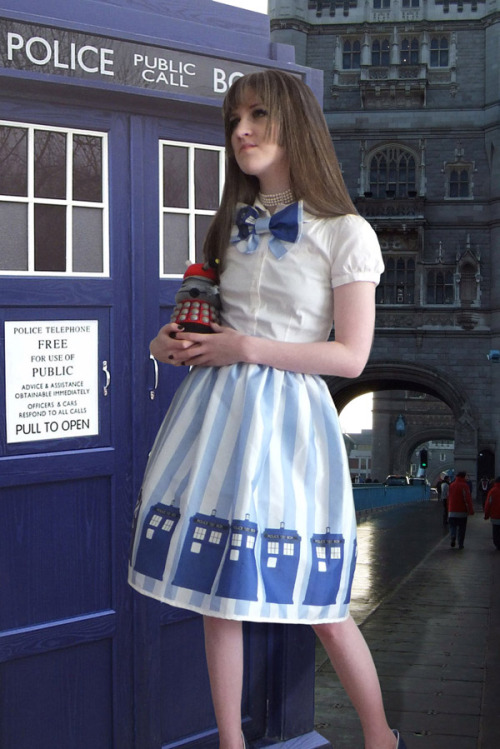 muchadoaboutnothing:  (via TARDIS Lolita Skirt) In desperate NEED of this glorious skirt+bowtie.