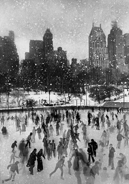 styleite:  Ah, winter. Wollman Rink, Central Park, New York City, 1954