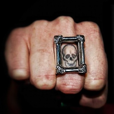 thegreatfrognyc:  Frame Ring for your finger tattoos (Taken with instagram)