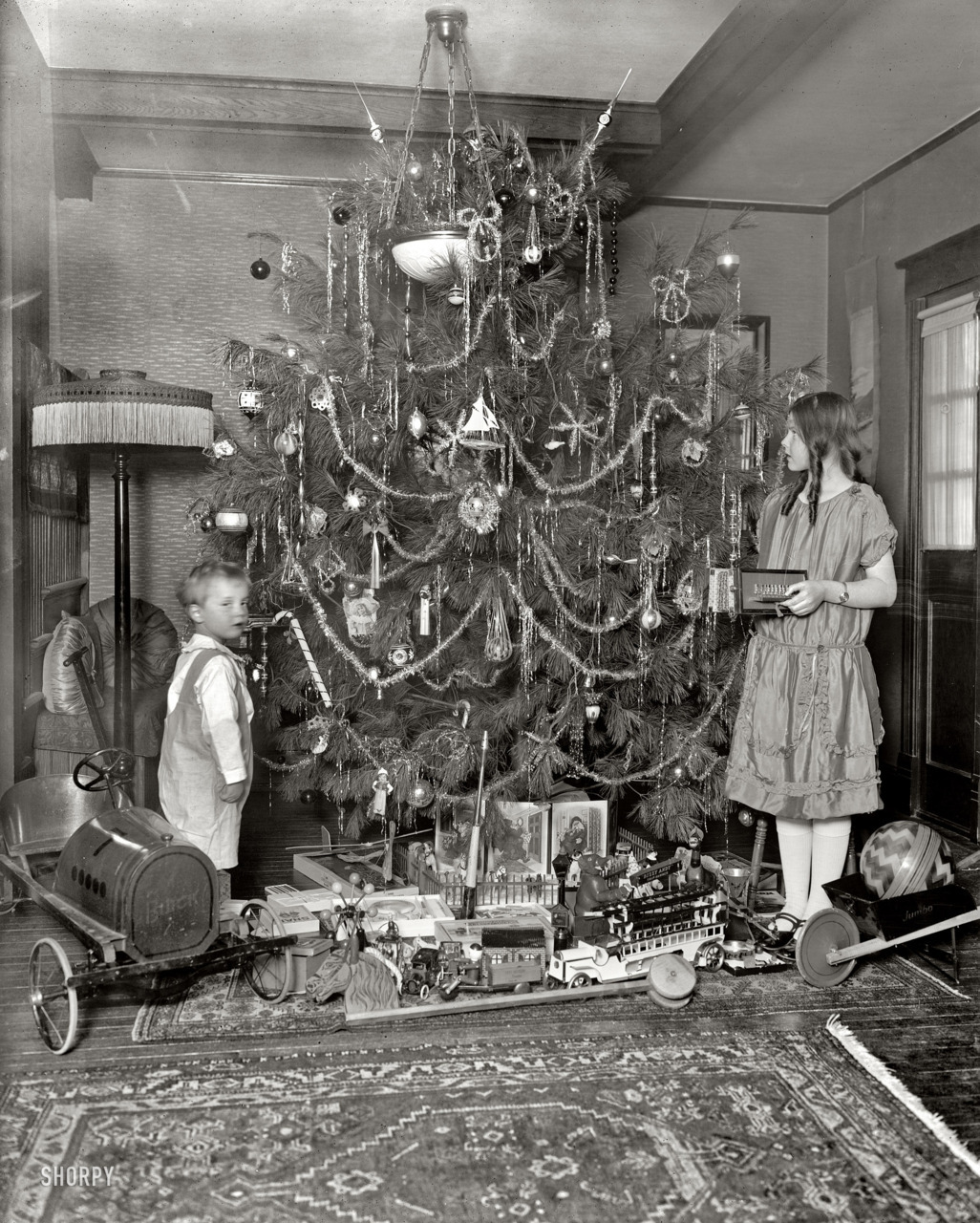 maudelynn:  Stunning Christmas Photo c.1920