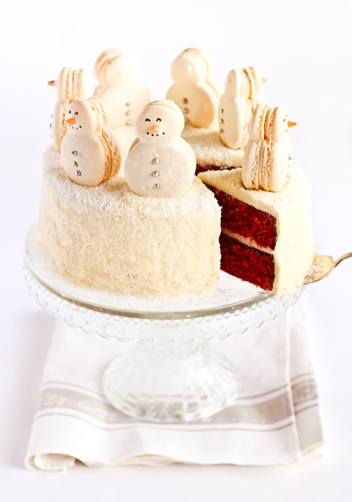 gastrogirl:  red velvet snow cake with snowmen macarons.