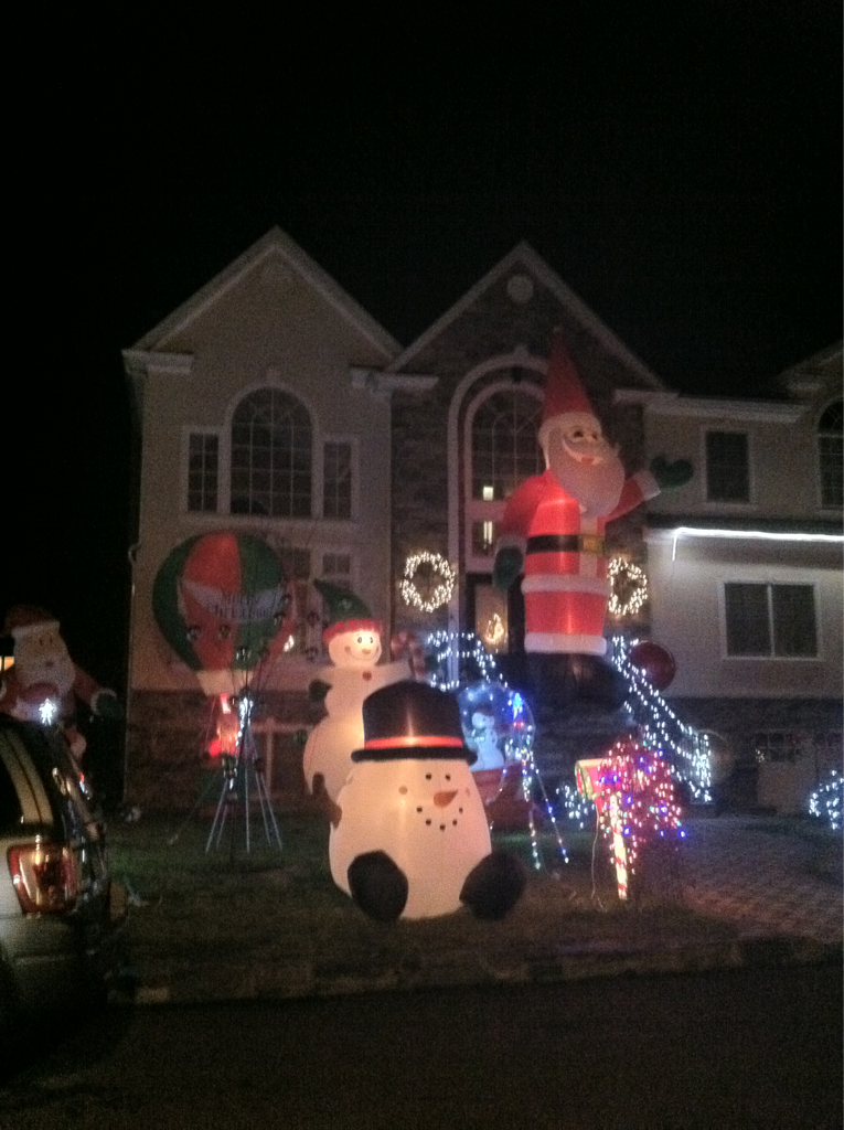 I love the suburbs at X-mas. LOOK AT THAT HOUSE-SIZED SANTA…these people know whatsup.