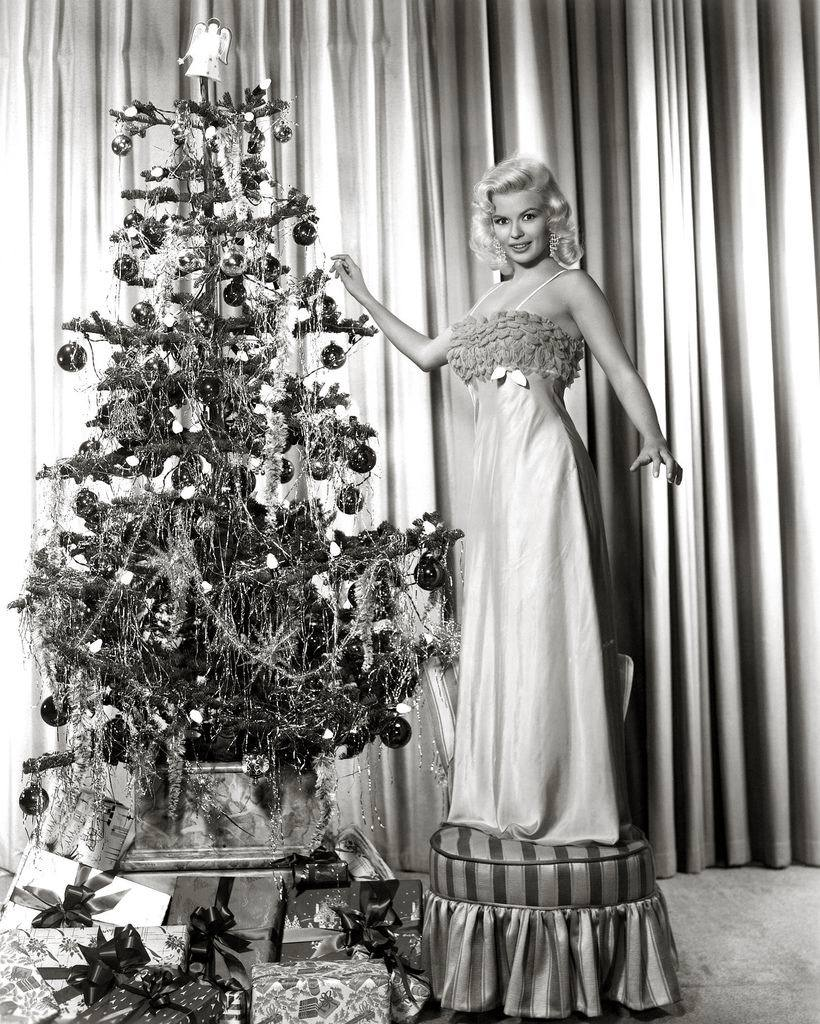 theniftyfifties:  Decorating the Christmas tree with Jayne Mansfield.