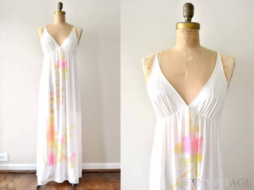 (via vintage 1970s nightgown WHiTE NiGHTiE pink by shopREiNViNTAGE)