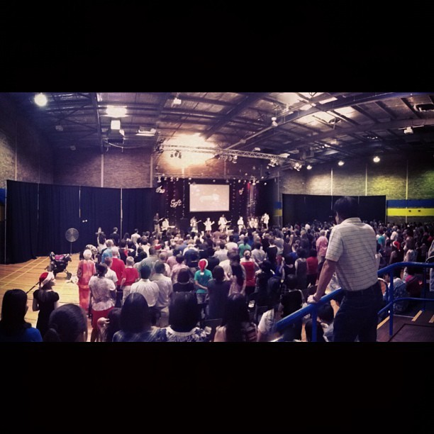 Packed to the rafters. #southcitychurch #christmas service. #iphoneography #igersperth #igerswestoz #blogbastic #pinoy #expatpinoy (Taken with instagram)