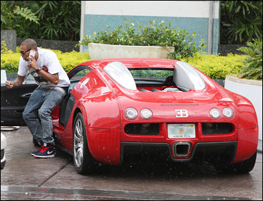 obeyarealking:  Chris Breezy and his Buggati Veyron. Rich people do rich things lol Swag!