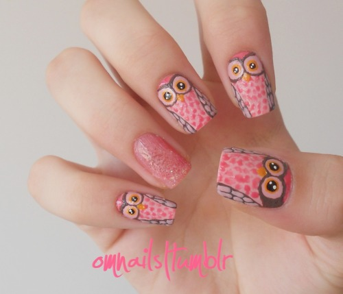 omnails:  Owl nail art | I love owls, they're really cute. I painted pink owls and there's a feather on my nail but the photo is not so clear… I hope you like my pink owls! xoxo
