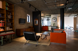 midcenturyapartment:  I do like this mid century decorated loft though.