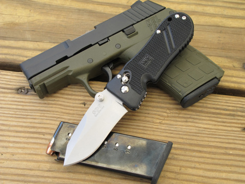 tacticalstuff:  Easy to conceal. The SOG Spec Elite Mini.
