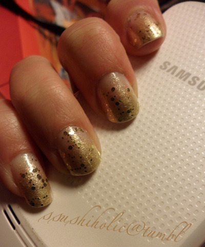 champagne bubbles on nails in the spirit of upcoming New Year~~~!