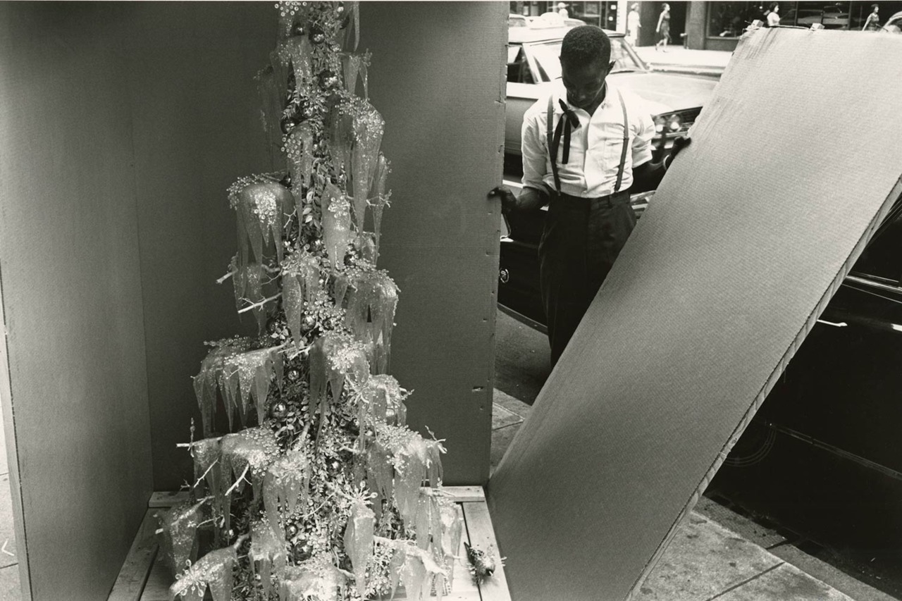 Merry Christmas from Lee Friedlander. An exhibition at Janet Borden, Inc celebrates the holiday season with a selection previously unseen images by the master photographer. See more here.
