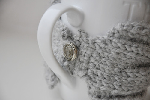 cozy cup - knitted mug warmer