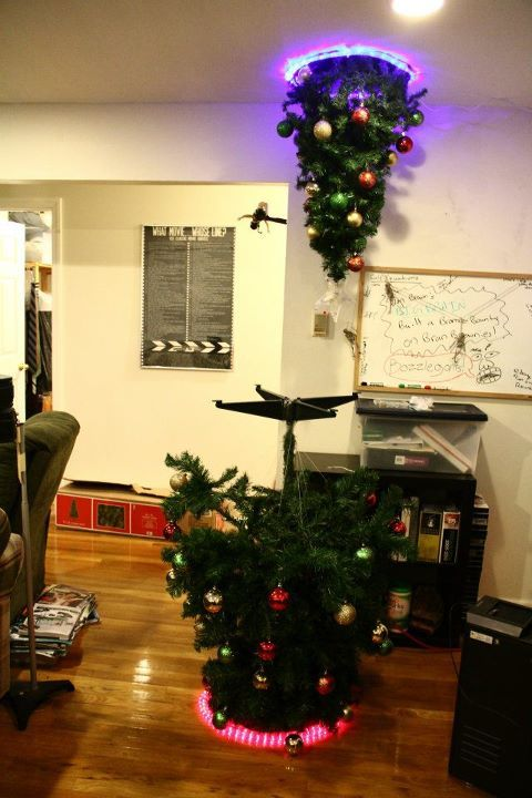 gabeweb:  Portal Christmas Tree  Will Santa be confused by where to put the presents?  (vía Neatorama)