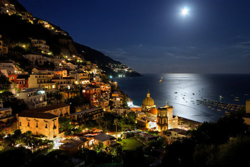 ysvoice:  | ♕ |  Moon over Positano  | by Pierpaolo.   via vacilandoelmundo | somedayillseetheworld