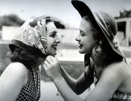hollyhocksandtulips:  Rosemary and Priscilla Lane