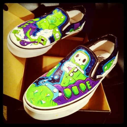 i painted some custom vans for my bro! He loves em. Way overdue!
