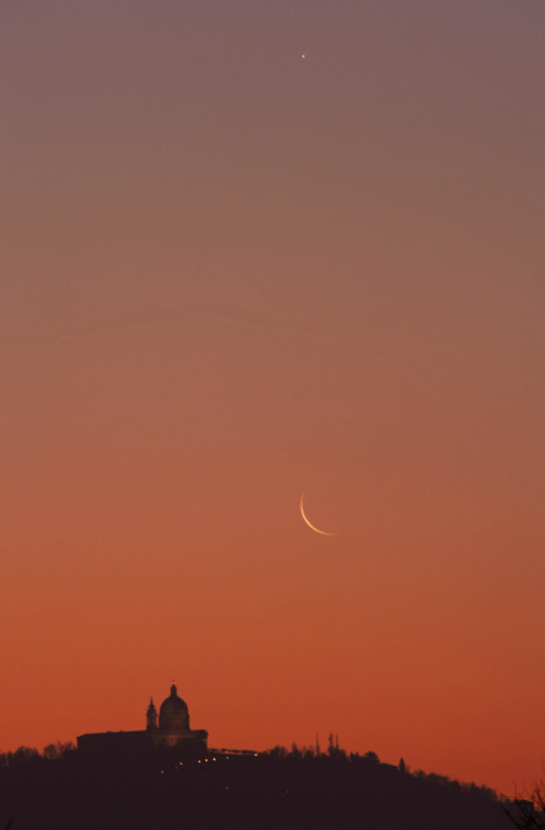 cwnl:  Crescent Moon & Mercury at Dawn Copyright: Stefano De Rosa