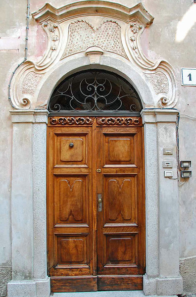 Door, Orta San Guilio, #Italy by @gomarwrites