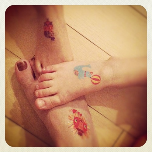 Totally hooked on our @tattly :D #fun #instahub #igers #nyc #xmas #earlybird #instagram #iphone #color #tattoo (Taken with instagram)