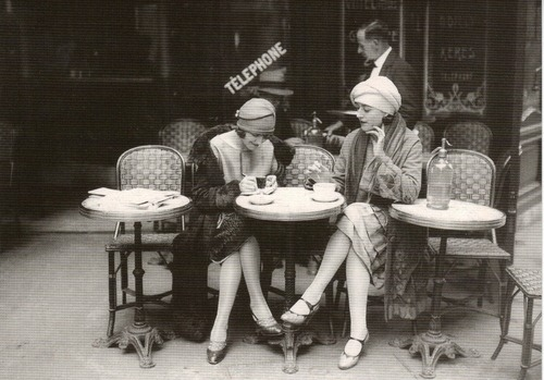 Flappers chillin' at a cafe.