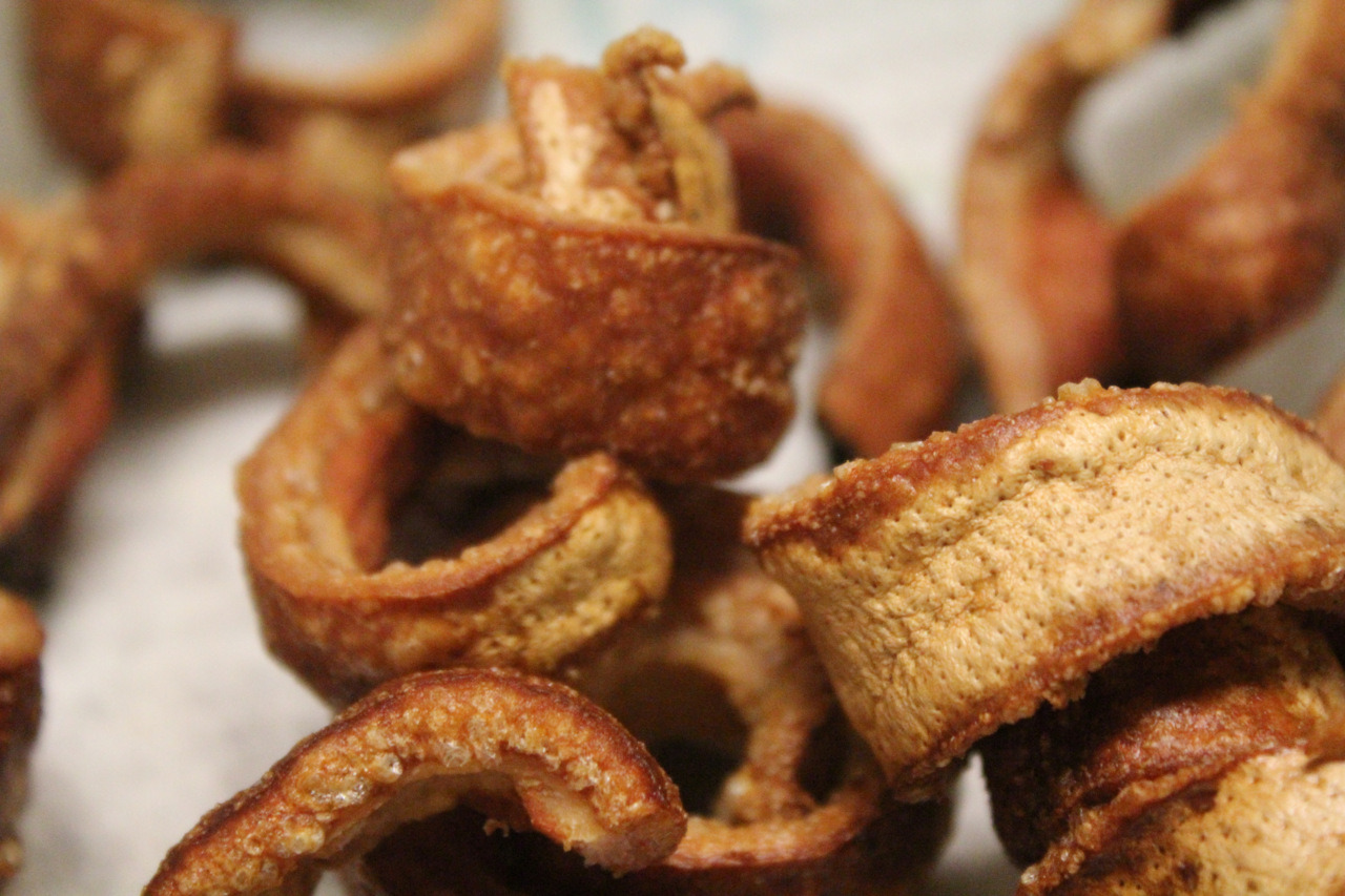 hugeinjapan:  Also, Friday, we made pork cracklins from the leftover belly rind.   One of my favorite food blogs dabbles into my guiltiest of guilty pleasures.