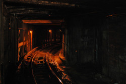 subwaygrl:  Tunnel by TREvans on Flickr.