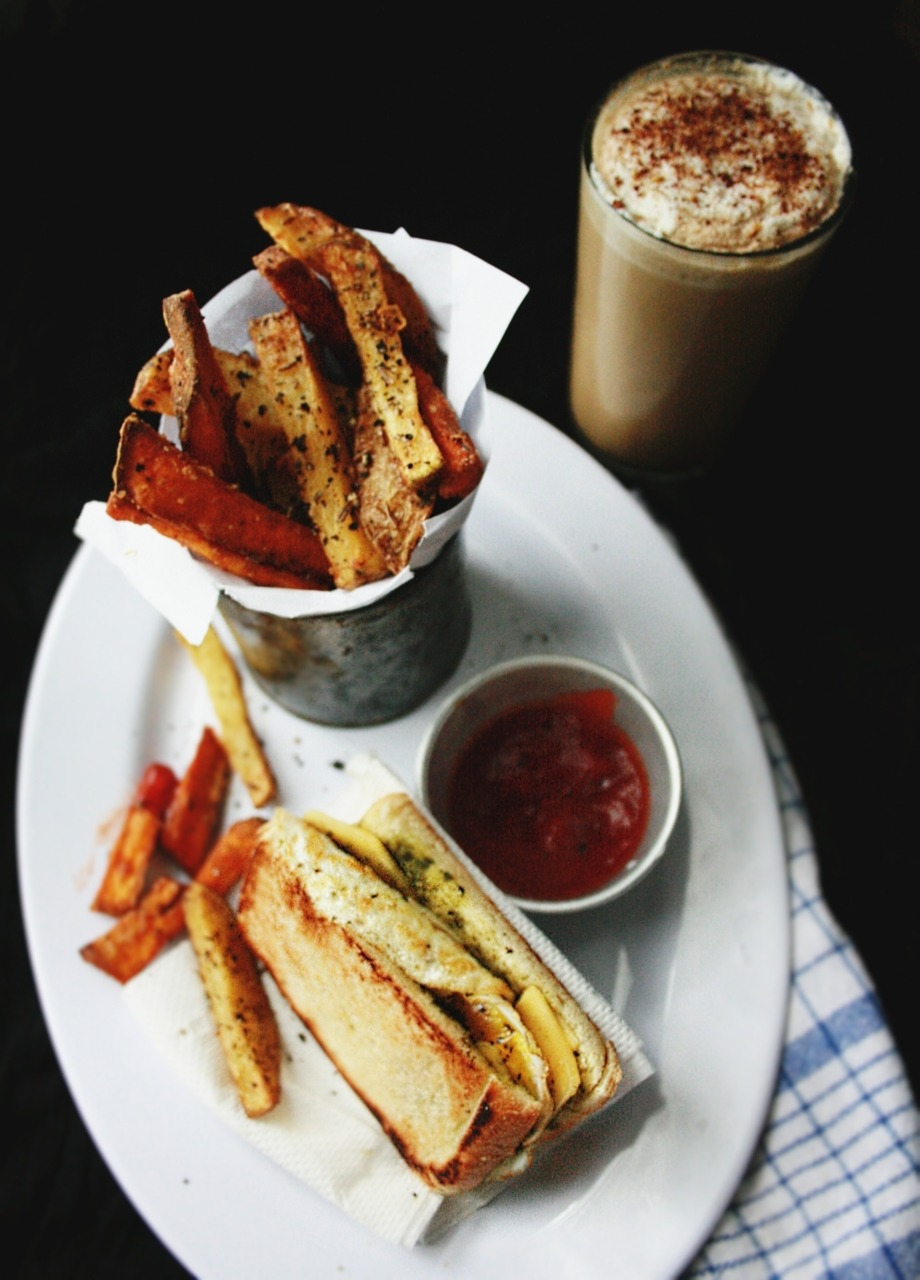 Hangover Cure - Part.1 : Smoothoccino, Fried Egg & Cheese Sandwich and Herbed Fries
