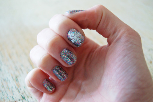 snowflake & glitter nails, friday 23rd december.