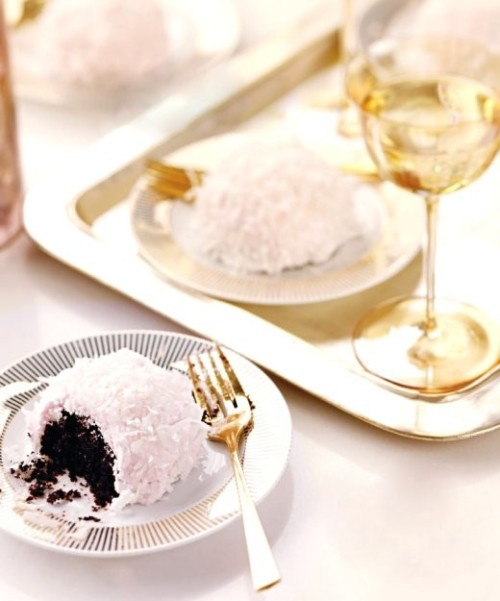 theglitterguide:  (via Let's Throw A Party! / Pink & gold holiday party)