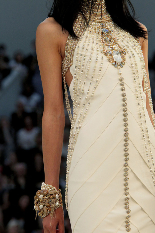 lipstickonyourpillowcase:  Chanel Haute Couture A/W 2010