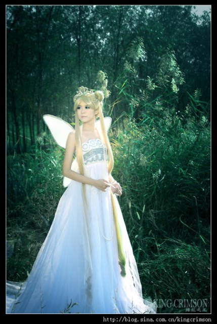 idesofnovember:  girlsbydaylight:  Princess Serenity:: by ~ILoveChina  This woman is a real life Princess Serenity. holy what. That is a really gorgeous cosplay.
