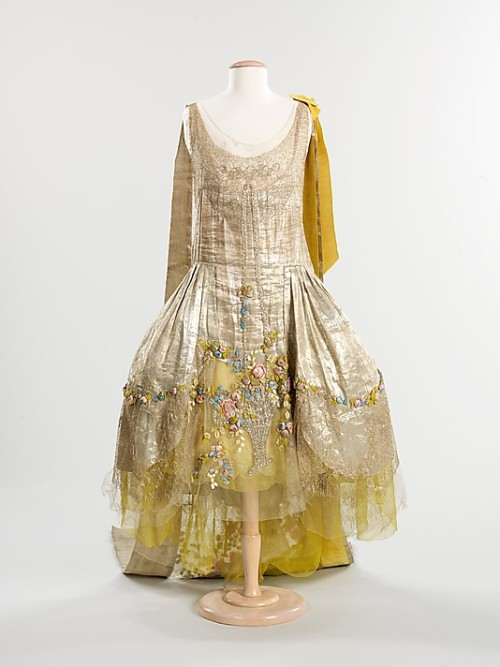Court presentation dress by Boué Soeurs, 1932-34 France (worn in the UK), the Met Museum