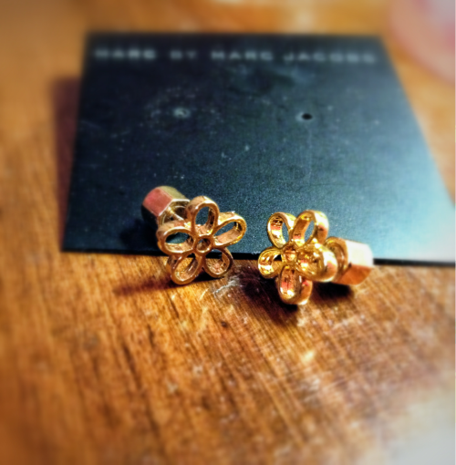 These are my new daisy earrings. I love them :)