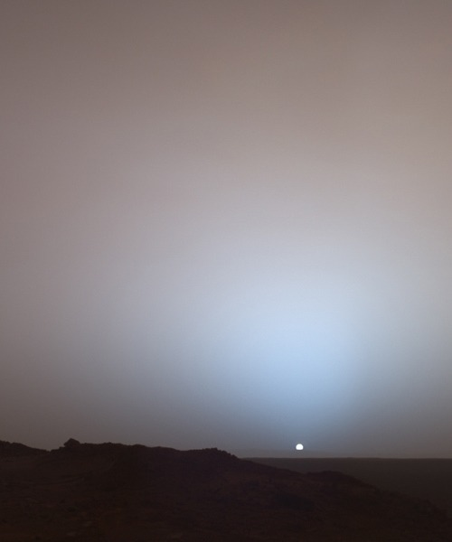 snowce:  First photograph of sunset on Mars, 2005