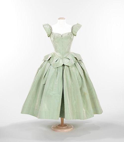 "oldrags:  ""Petal"" dress by Charles James, 1951 US, the Met Museum  Positively GORGEOUS and needs to be recreated on my body!"