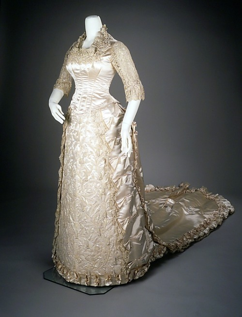 Wedding dress, 1881 US, the Met Museum