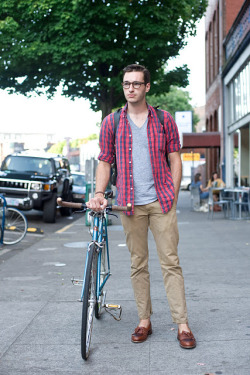 urbanemenswear:  A bike & loafers in Portland  Look Ma, I made the internetz.