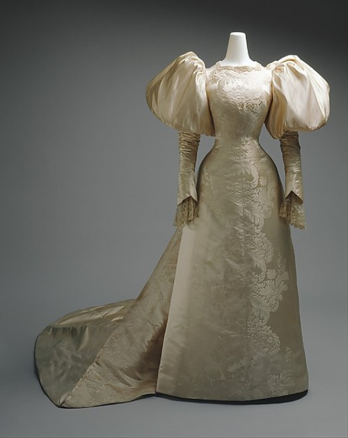 Wedding dress by House of Worth, 1896 Paris, the Met Museum