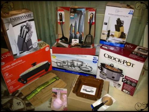 Christmas Swag for The Full Belly Diaries…lots of Kitchen Aid utensils, a new crockpot, two knife sets, bamboo cutting boards, another set of pots, a Home Interiors stoneware dish and an deep electric skillet!! Über excited :)