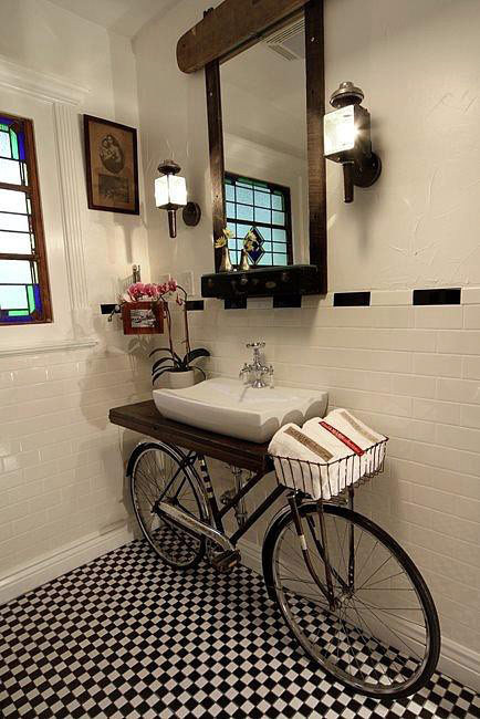 fuckyeahupcycle:  #Upcycled bike bench in the bathroom.