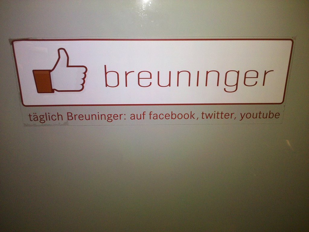 Facebook offline Kommunikation made by Schwaben #breuninger (Taken with picplz.)