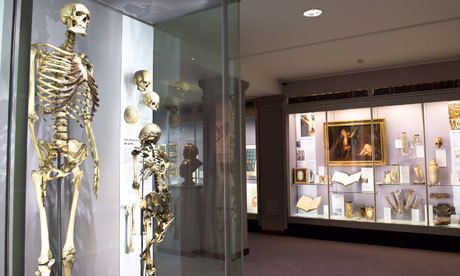 "Royal College of Surgeons rejects call to bury skeleton of 'Irish giant' Ethics experts say exhibit of 7ft 7in tall man, who lived in the 1780s, should be removed from display and put to rest at sea Museum chiefs have rejected a suggestion by law and medical ethics experts that the skeleton of an 18th century man known as the ""Irish giant"" should be removed from display and buried at sea. Charles Byrne, originally from County Londonderry, stood just over 7ft 7in tall. He found fame in the 1780s exhibiting himself as a curiosity or ""freak"" in London. Celebrity life eventually got the better of him, and he took to drink and died at his home in Charing Cross aged just 22. After his death, his body was acquired by the surgeon John Hunter, and his skeleton remains at the Hunterian Museum at the Royal College of Surgeons in London. In the latest issue of the British Medical Journal, Len Doyal, emeritus professor of medical ethics at Queen Mary, University of London, and Thomas Muinzer, a lawyer at the School of Law, Queen's University, Belfast, call for the skeleton to be buried at sea ""as Byrne intended for himself""."